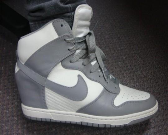 58a8b3c8ff6 Sneaker wedges: sneaker met ingebouwde sleehak   Damesmode Online